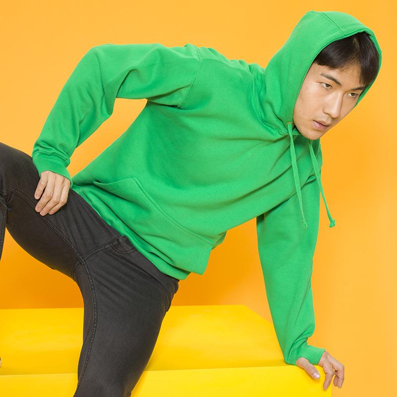 JH020 Street hoodie Zware hoodie Manchetten met duimgaten Hanglus aan achterzijde van halslijn   Stof 80% Ringspun Katoen, 20% Polyester  Grammage 330 g/m� Maat: S 33 M 34 L 36 XL 38 2XL 40